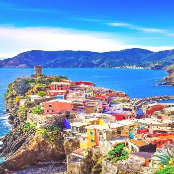 Amazing View of colorful village Vernazza in Cinque Terre | 10 Amazing Places in Italy You Need To