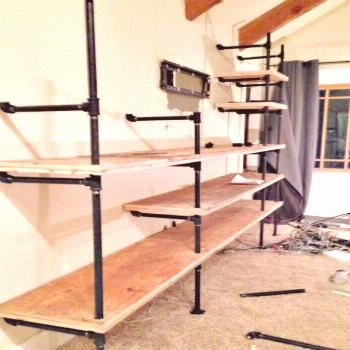DIY Industrial Pipe Shelves- Do it yourself