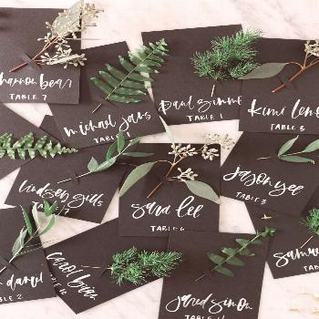 Fresh fall place cards and escort cards you can easily make for your holiday get togethers | A Fabu