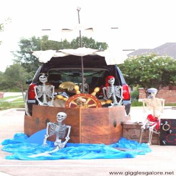 Kid Friendly Trunk or Treat Ideas for Cars, SUVs, Vans and Trucks Pirate Ship - it's a Pirates Life