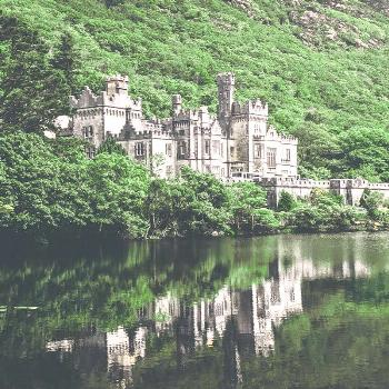 KYLEMORE ABBEY IN IRELAND! One of the most beautiful places to visit in Ireland! Uncovering the Bes