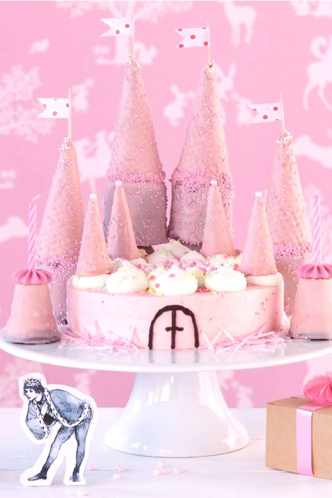 Childrens birthday cake for cute princesses and wild pirates - -