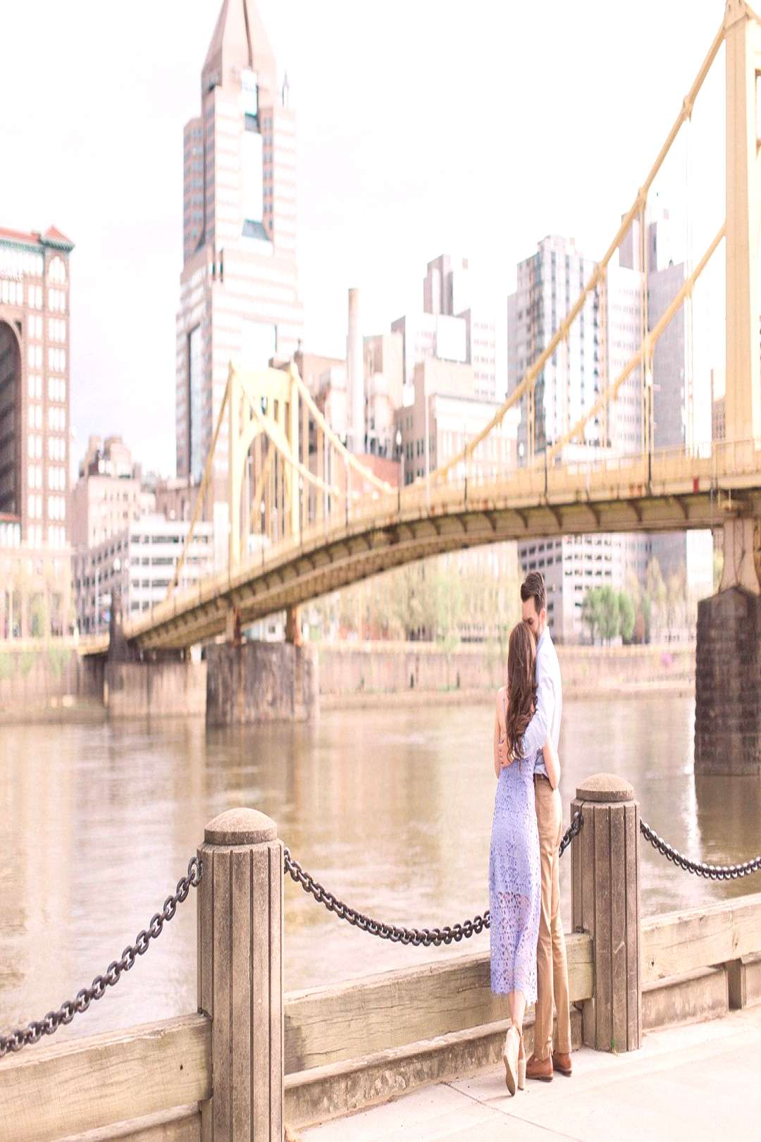 Engagement Session in downtown Pittsburgh. Engagement ideas, outfits, photo idea... - Engagement S