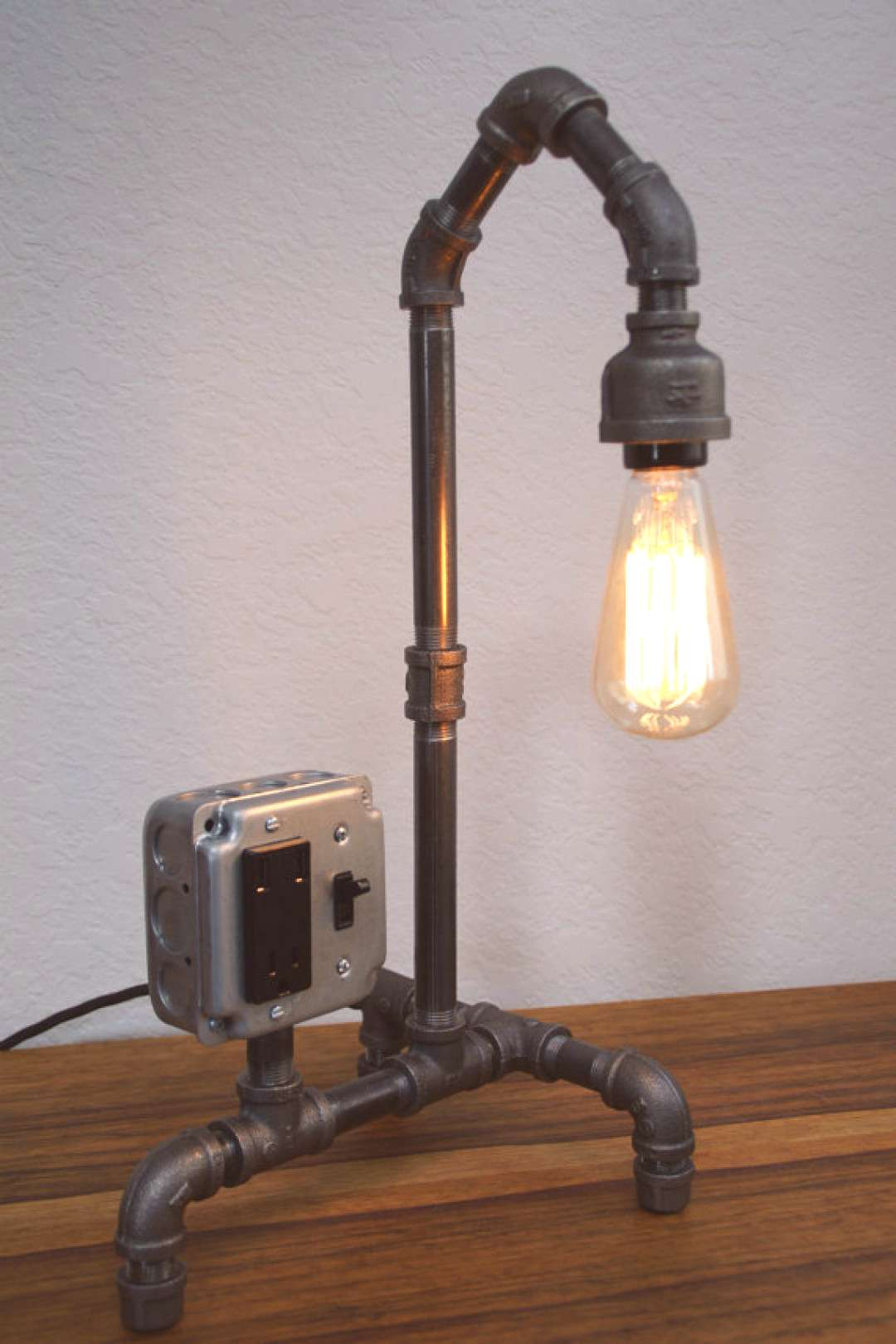 Vintage Style Iron Pipe Desk Lamp w/USB  **Use coupon code quotwelcomequot for 20% off**
